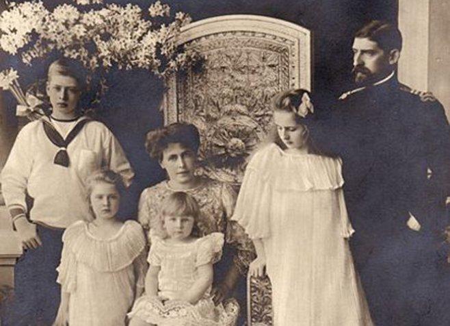 Regele Ferdinand și familia regală